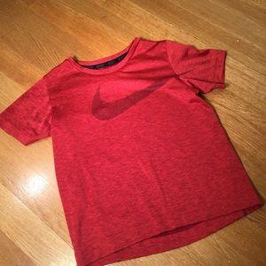 Nike red logo athletic shorts sleeve T-shirt